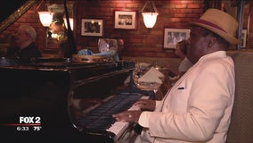 Beloved piano player at Mr. Paul's Chop House calls it a career after 48 years