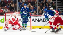 Canucks beat Red Wings 5-1