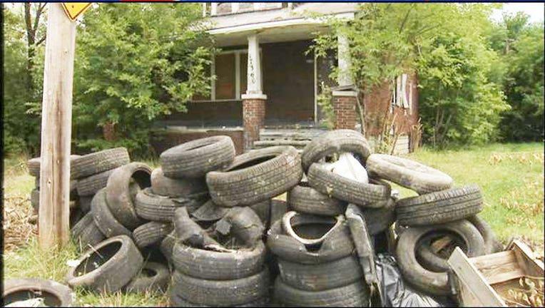 54f12be2-Detroit_takes_on_illegal_tire_dumping_7_26_15_1437927843871.jpg