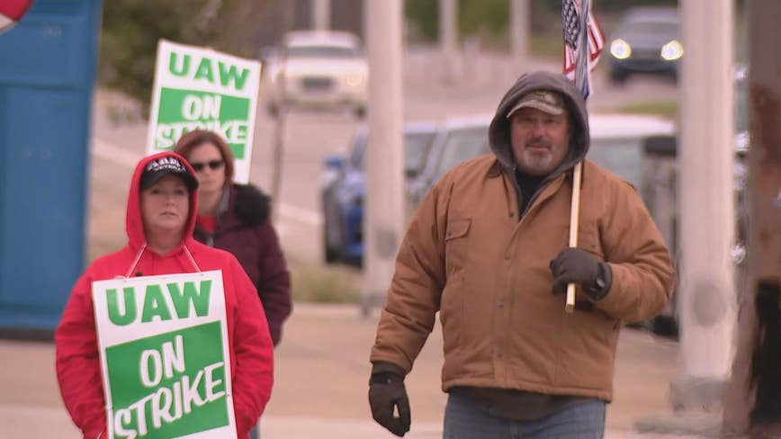 Thousands of workers join in as UAW-GM strike reaches week 5