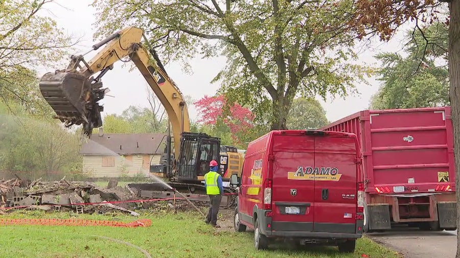 Demolition crew finds body wrapped in rug behind abandoned Detroit house