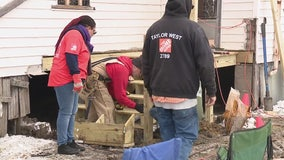 Home Depot, volunteers build porch for Detroit veteran