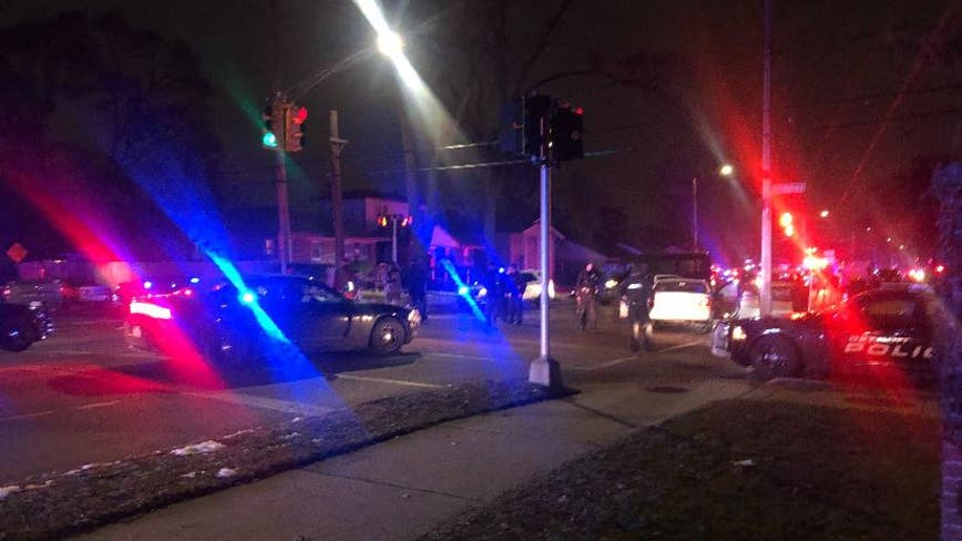 2 Detroit police officers shot near 8 Mile and Wyoming on city's west side