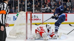 Jets net 3 goals in 2-minute span, beat Red Wings 5-1