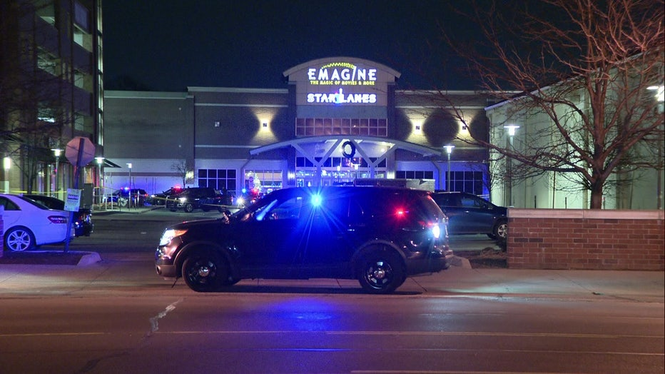 Royal Oak Police investigate death of woman who fell from top of parking deck