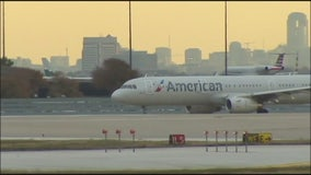 "Couple kicked off flight for ""body odor"" suing American Airlines"
