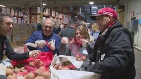 Detroit Sports Media Association teams up at Gleaners Food Bank