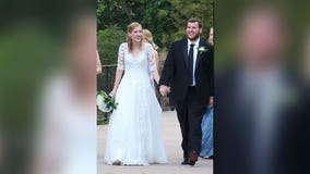 Austin couple gets married after making adjustments to follow coronavirus guidelines