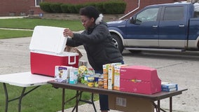 Oak Park woman starts community food table during pandemic