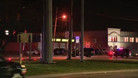 Man killed by hit-and-run driver while crossing 8 Mile in Southfield