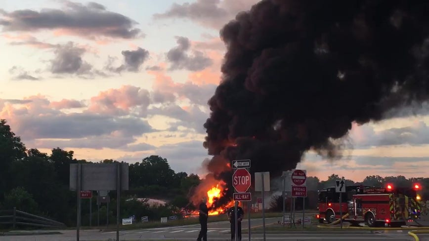 Fuel tanker explodes coming off I-75 freeway in Bloomfield Township