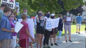 Parents rally against Grosse Pointe schools not offering in-person learning