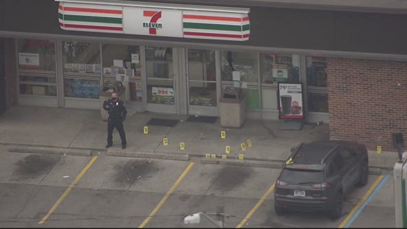 Off-duty police officer shoots armed robbery suspect at Dearborn Heights 7-Eleven