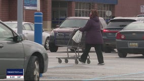 Metro Detroiters hit the stores for last minute holiday shopping