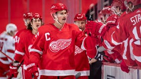 Fabbri's late goal lifts Red Wings over Hurricanes 4-2