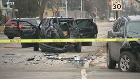 3 Detroit police officers hospitalized after pedestrian vehicle T-bones squad car