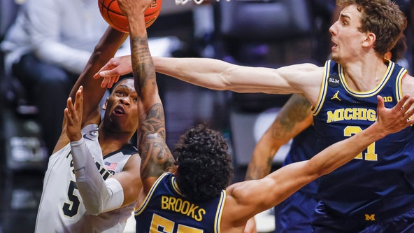 No. 7 Michigan uses strong defense to rout Purdue 70-53