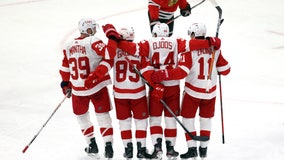 Surging Red Wings beat Blackhawks 5-3 for 2nd straight win