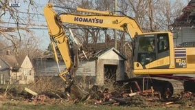 """""""Detroit is gonna come back""""; contractors get started on next wave of demolitions"""