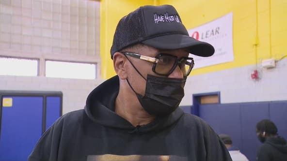 Detroit native Jalen Rose hosts mobile vaccination clinic at his school