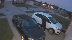 WATCH: Man tries and fails to break into a Clinton Twp car