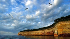 Detroit-area man dies in fall at Pictured Rocks park, stepped over barrier