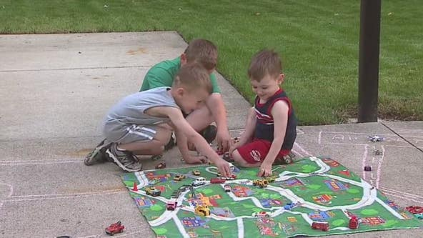 Tracking outdoor time vs. screen time a good way to combat kids' summer boredom