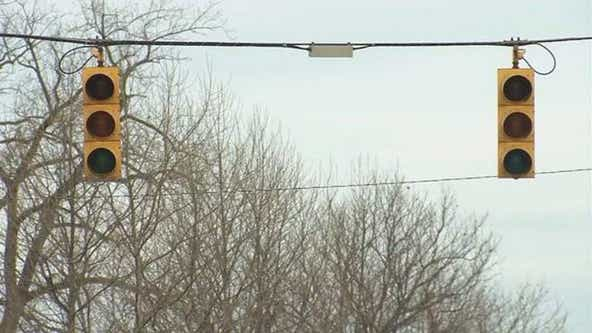 Power outages: What to do if a traffic light is out in Michigan