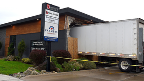 Semi crashes into building in Oxford, deputy commended for bravery