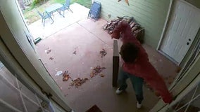 Tennessee mom barricades toddler in bathroom after man breaks through window, crawls into home