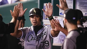 Abreu accepts $17.8M offer to stay with White Sox