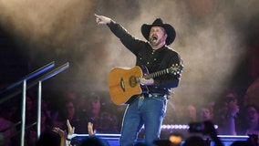 Country music star Garth Brooks kicking off 'Dive Bar Tour' in Chicago