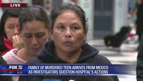 Family of Marlen Ochoa-Lopez arrives in Chicago from Mexico (930)