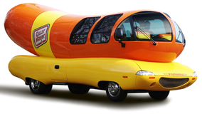 Oscar Mayer, Lyft team up to give Chicagoans ride in iconic Wienermobile