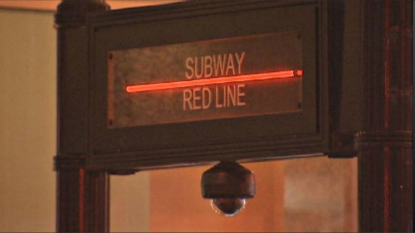 Woman robbed at gunpoint on Red Line platform, 4 in custody
