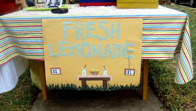 00cd60cd-lemonade-stand_1461591250197.jpg