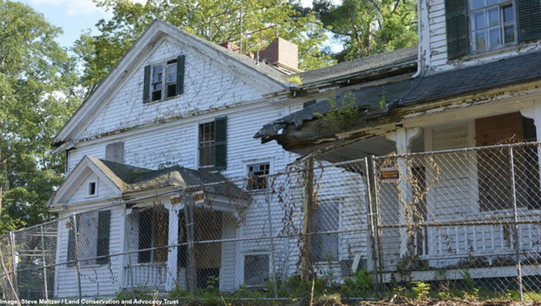 0b47d714-This house in Framingham, Mass., belonged to an accused witch