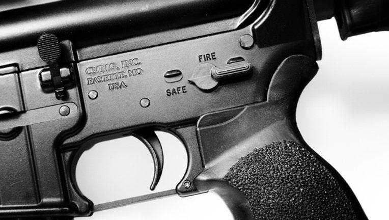 ar-15-rifle_1466432007639.jpg