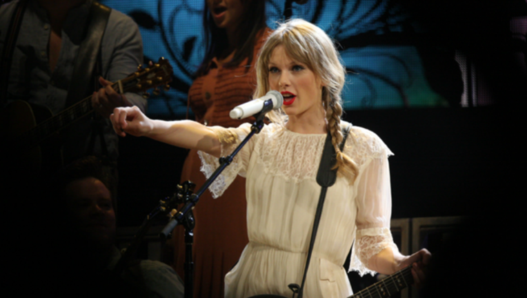 taylor-swift_1482853367678.png
