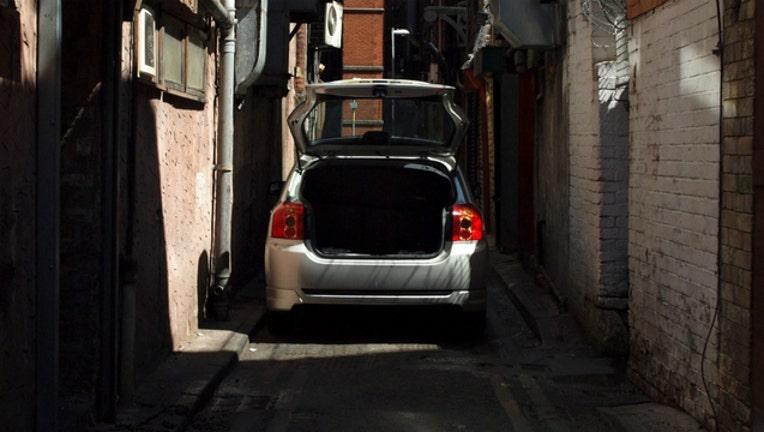 1b361b66-car alley dark_1479248318500.jpg