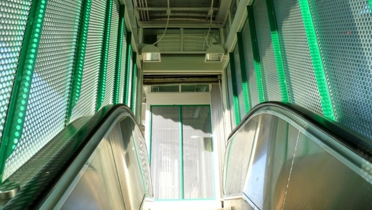 1c4d14e8-green-line_1444047439131.jpg