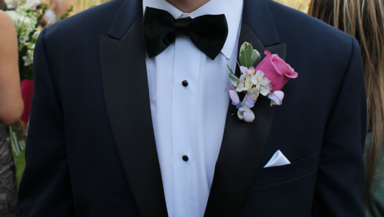 41709b81-prom-suit_1462668246833.png