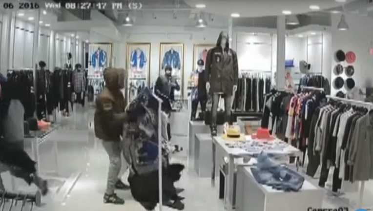 4174e183-clothing-store-robbery_1460654026478.JPG
