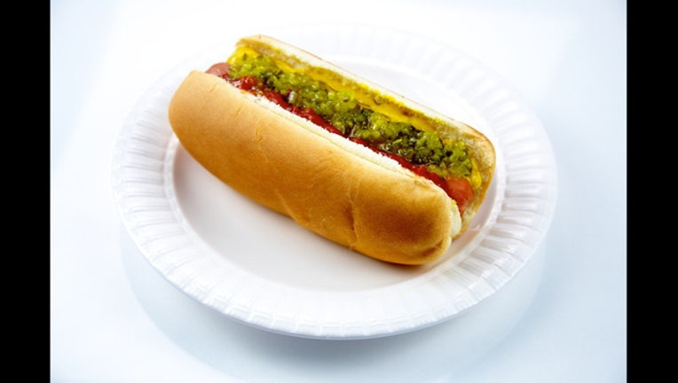 Hot Dog on a Plate_1445817166759-407068