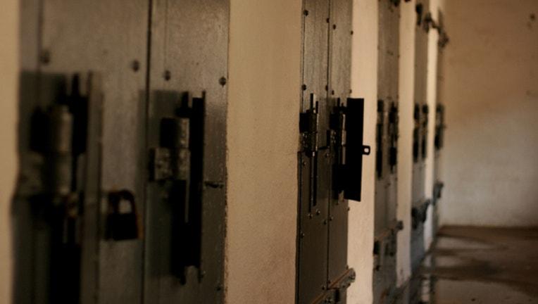 52d2d595-solitary-confinement-jail_1461516344352.jpg