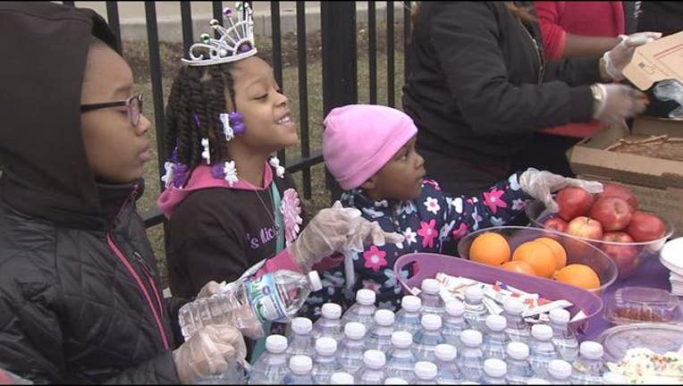 5567dad9-Armani Crew, 6, celebrated her birthday by giving away food to homeless people.
