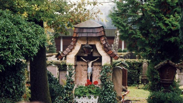 5c0bd43d-Berchtesgaden cemetery image courtesy Jacksoncaines via Flickr