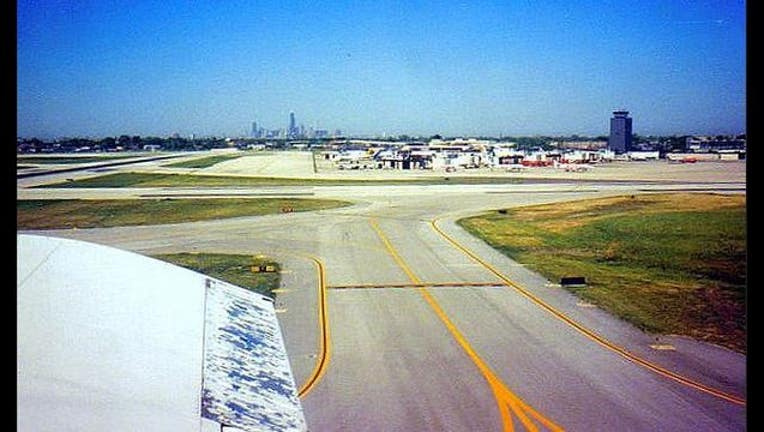 5ce0d31f-midway-airport-runway