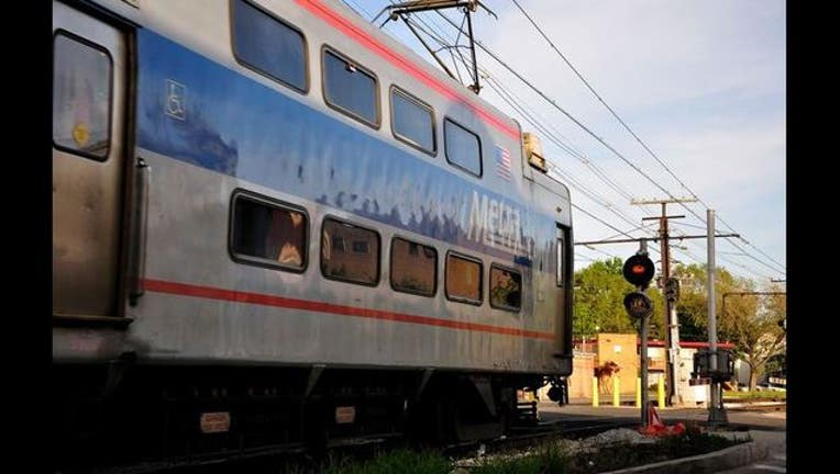 metra-train-crossing-rail-road