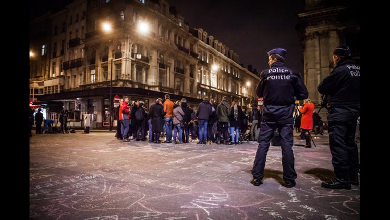 6b7a9f33-032216_Police_and_crowds_at_Bourse_de_Bruxelles_Brussels_Belgium_6_1458728643319-401720.jpg